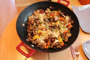 Reisgericht in einer Wok